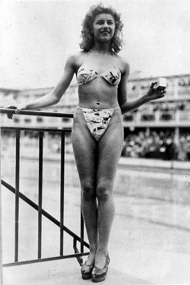 Prima poza cu bikini moderni