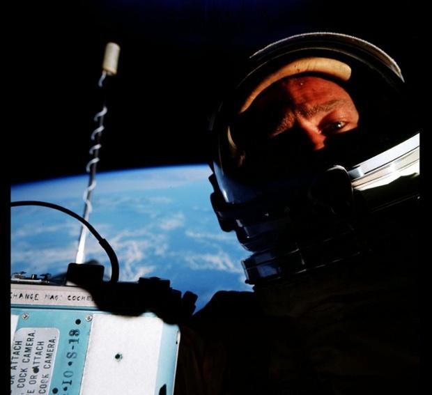 Primul selfie in spatiul cosmic