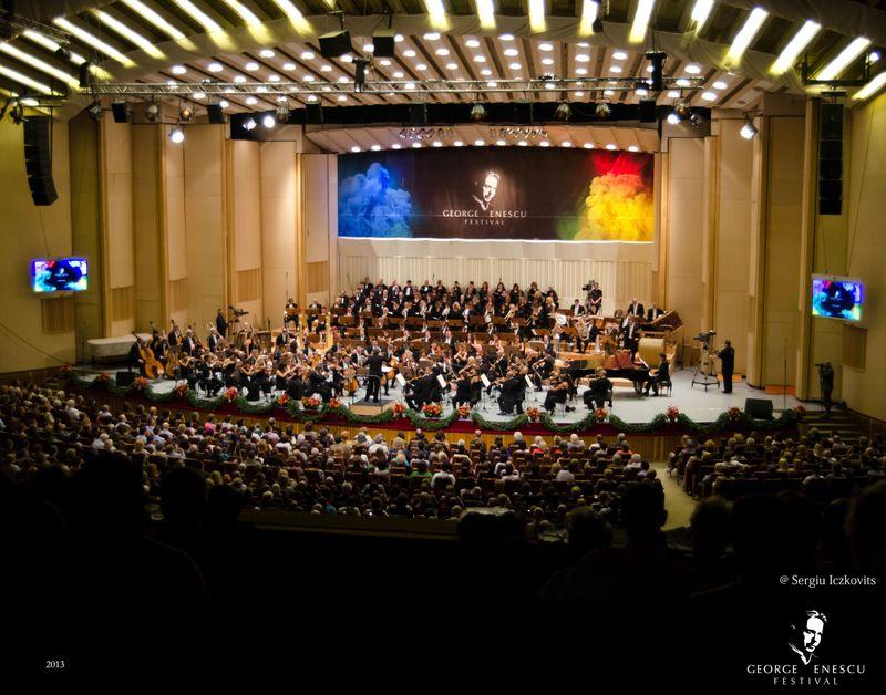 Sergiu-Iczkovits-Orchestra-si-Corul-al-Academiei-Nationale-Santa-Cecilia-1-dirijor-Antonio-Pappano