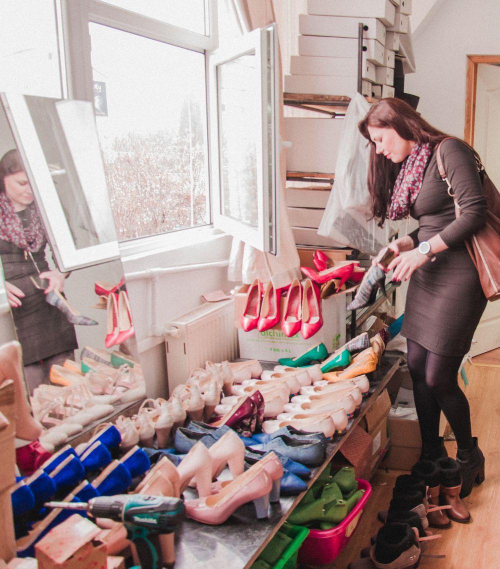 Corina Stoicescu Esenta tare fabrica de pantofi