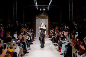 VIDEO – Paris Fashion Week: Kristina Fidelskaya RTW Autumn Winter 18-19 Show. A collection that got my attention!