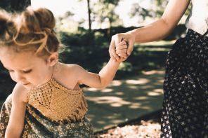 Este greu uneori să fii mamă, dar tot copilul îţi dă putere