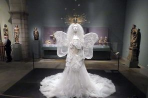Heavenly Bodies, the spectacular fashion exhibition hosted by the Metropolitan Museum in New York