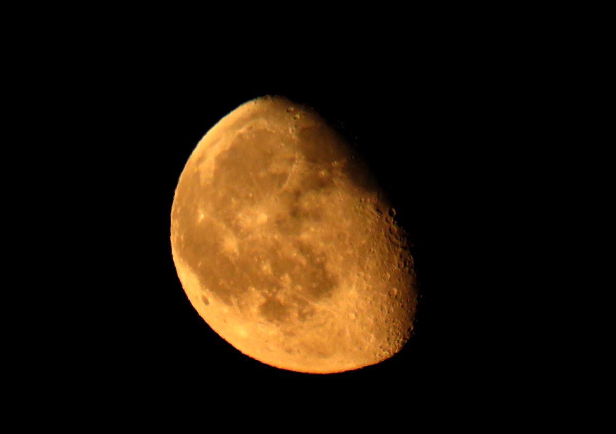 The Moon over NY Corina Stoicescu EsentaTare.com